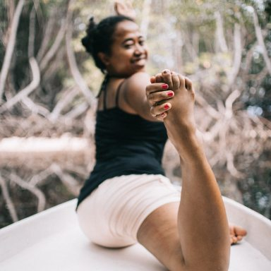 The Yoga Class You Should Take Today, Based On Your Zodiac Sign