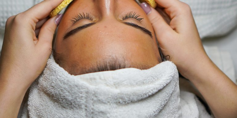 Could Cosmetic Acupuncture Be The New All-NaturalBotox?