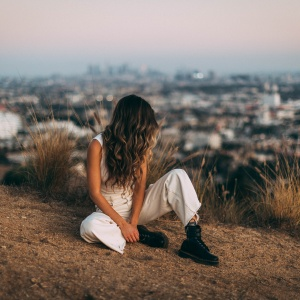 Anxiety Makes You Feel Like An Outsider