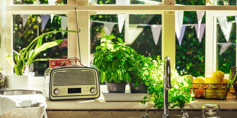Retro Kitchen Design & Inspiration (+ Products toBuy)