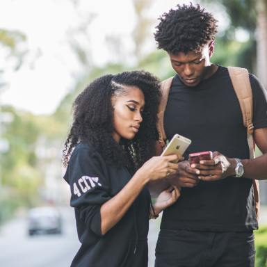 What Your Birth Order Says About The Way You Text