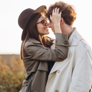 X Ways You're Accidentally Signaling That You Don't Want To Date (When You Actually Do)