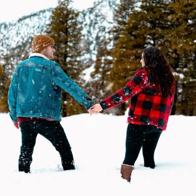 29 Cozy Winter Dates To Go On When You're Stuck Indoors