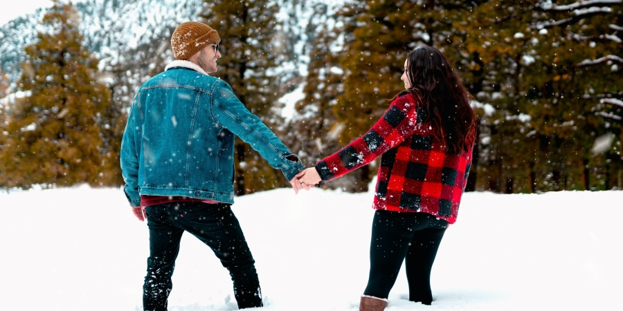 29 Cozy Winter Dates To Go On When You're StuckIndoors