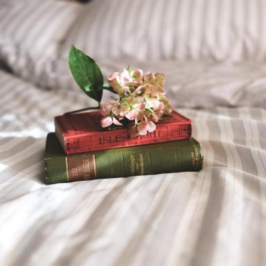 9 Powerful Books Every Single Woman Should Read